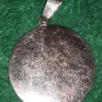 Кулон с симолом Рейки с бриллиантами с эмалью вид сзади